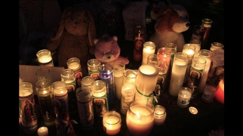 sandy-hook-shooting-prayer-vigil-googled-image